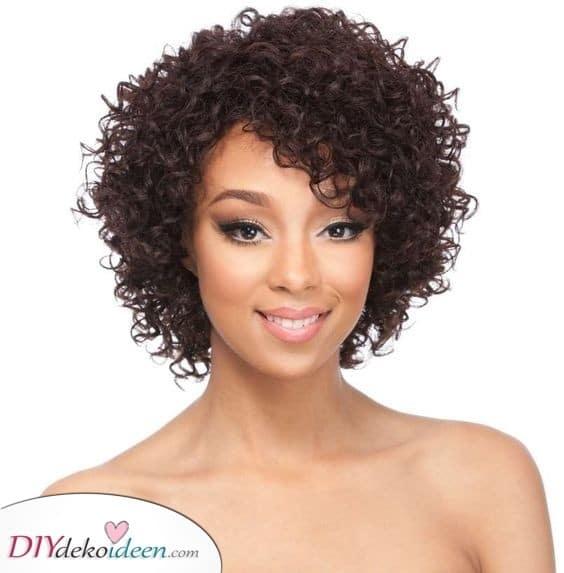 Natürliche und runde - Kurze lockige Frisuren für schwarze Frauen