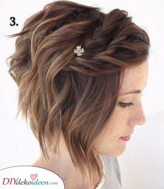 Ein paar einfache Zöpfe - Süße Frisuren für kurzes lockiges Haar