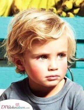 Lockige Haare - Haarschnitte für kleine Jungen