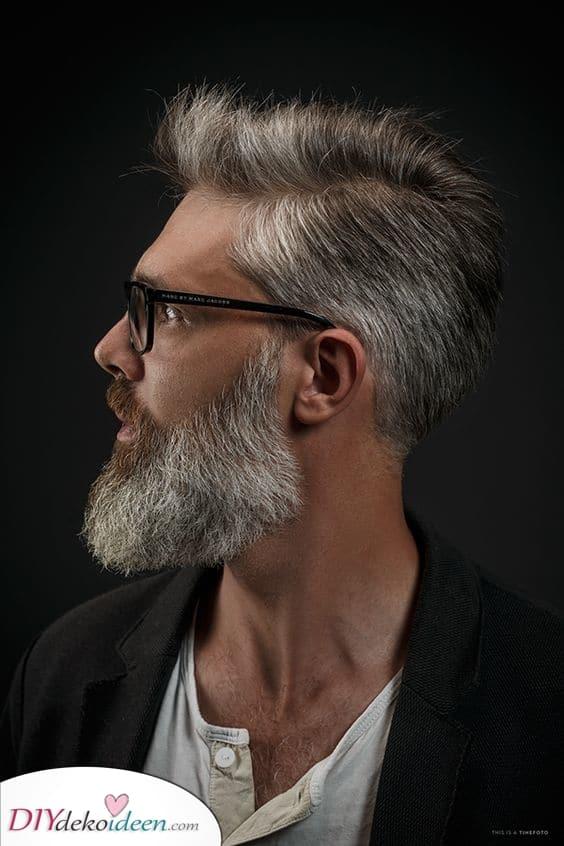 Ein erstaunlicher Blick - Kurz mit Bart