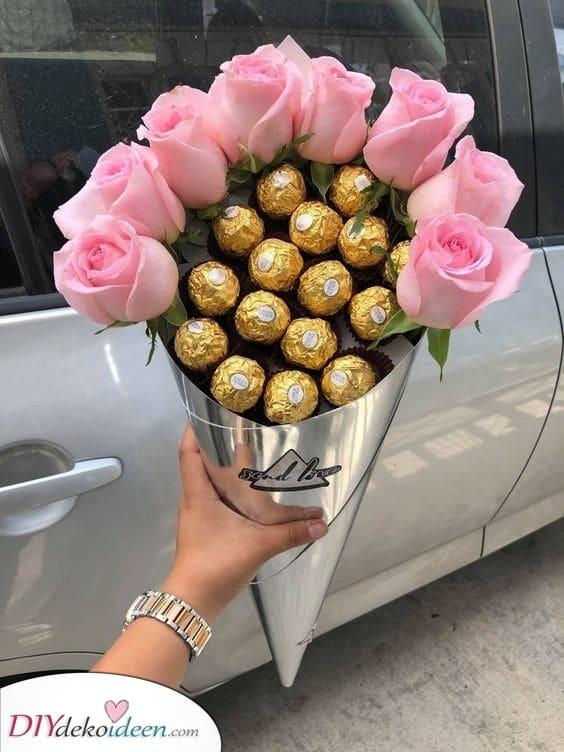Ein Strauß Rosen und Schokolade - Perfekte Geschenke für Frauen