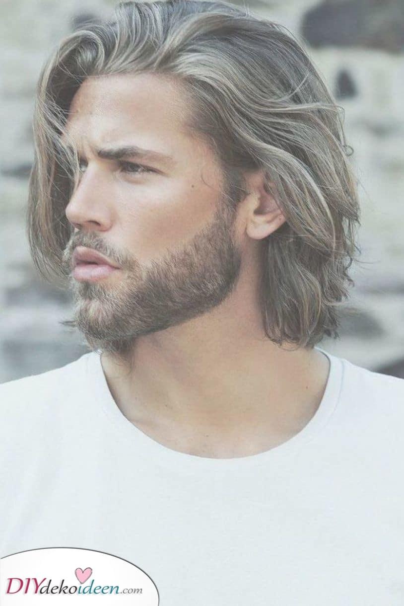 Unordentlich und cool – Männer mit mittellangen Haaren