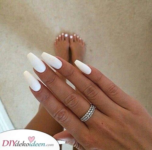 Probieren Sie etwas neues aus – Weiße Nagel Kunst