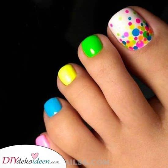 Ein schöner Regenbogen – Schön die Fußnägel lackieren