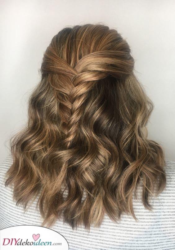 Ein klassischer Zopf – Mittellange Frisur für dicke Haare