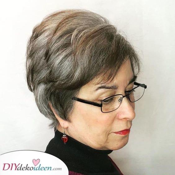 Frisuren für Frauen ab 50 mit Brille – Ein weiterer fabelhafter Pixie von uns