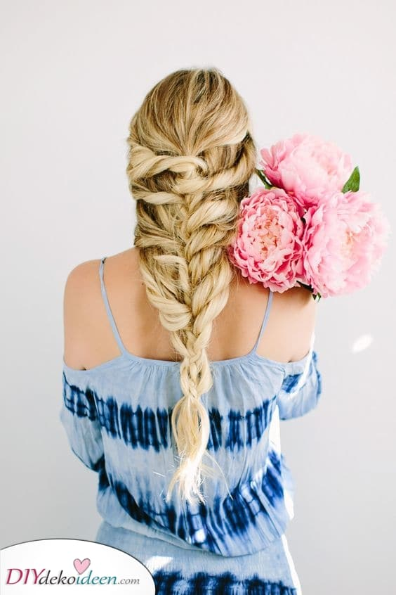 Ein wunderschöner Zopf – Tolle Frisuren mit Naturlocken