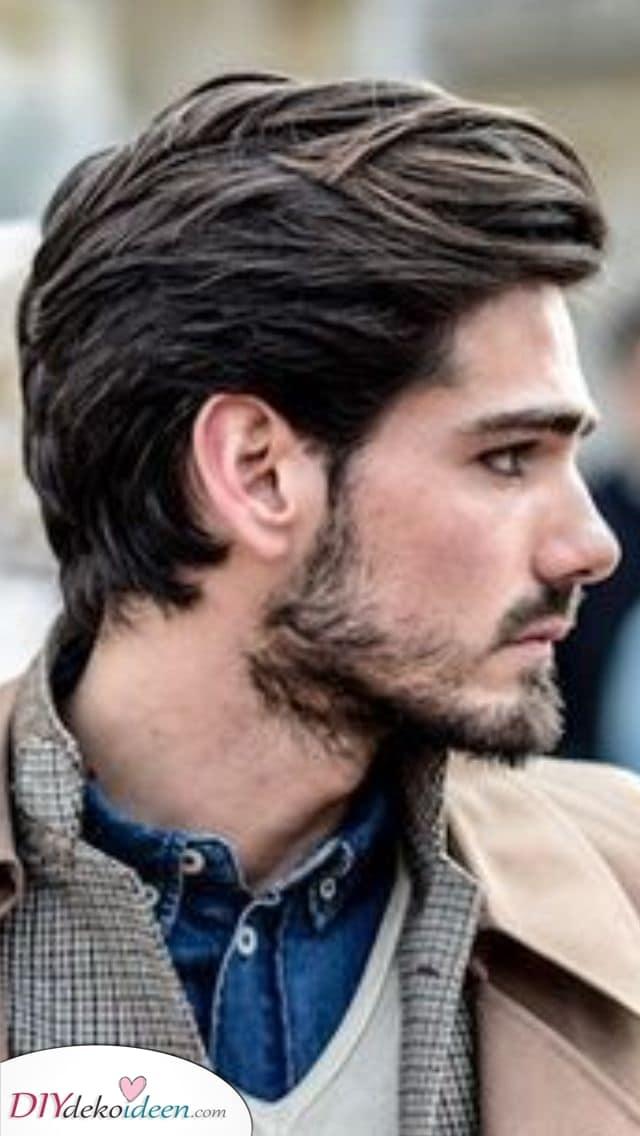 Jugendlich und raffiniert – Männer mit mittellangen Haaren