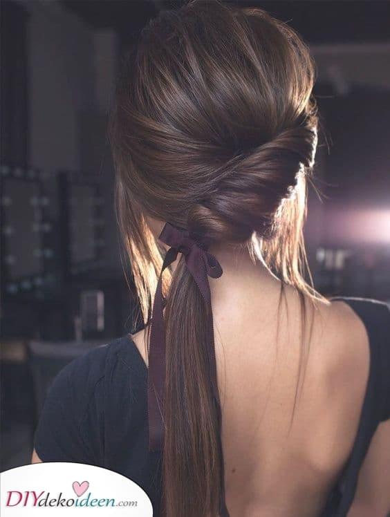 Ein Pferdeschwanz mit einem Twist – Lange Frauen Frisuren