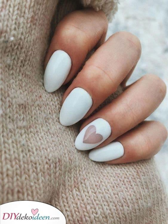 Ein schönes Herz – Eine süße Weiße Maniküre