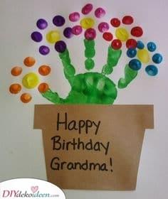 Entzückende Blumen – Finger bemalte Geschenke für Oma