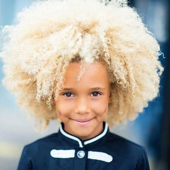 Ein smutiger Afro – Wilde Jungs mit Farbe