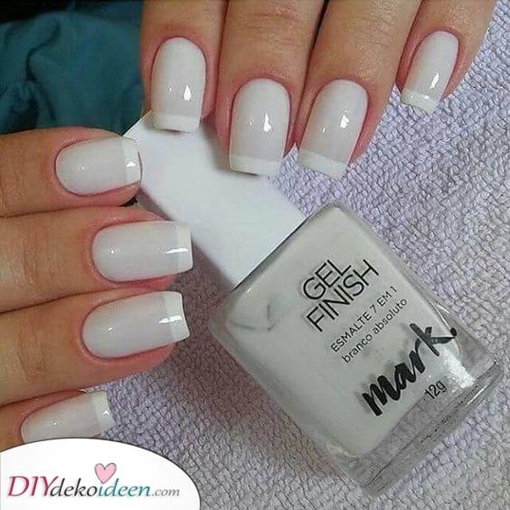 Eine weiße French Manicure – Ein Klassiker
