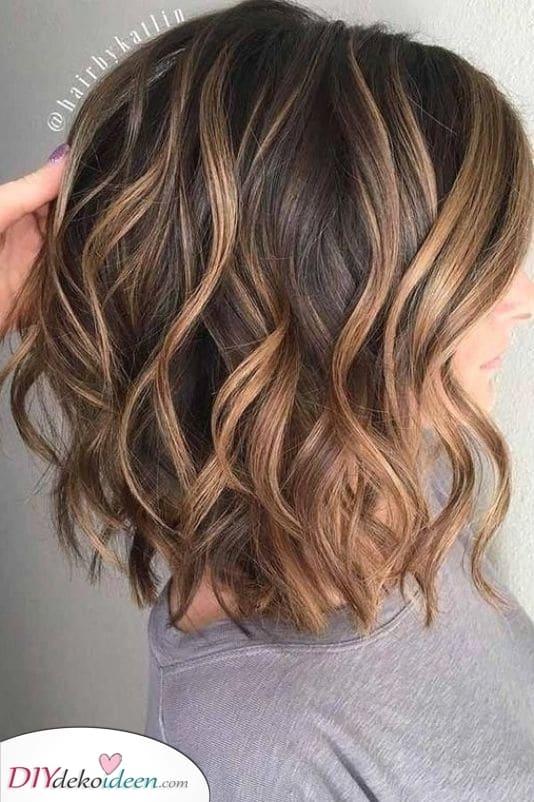 Einige Highlights hinzufügen – Frisuren für schulterlange Haare
