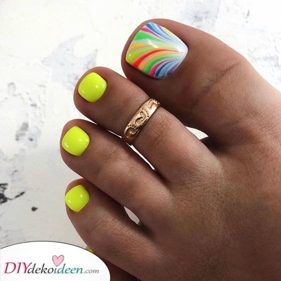 Fußnageldesign – Fußnägel lackieren mit lebendigen Farben