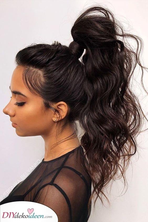 Der hohe Pferdeschwanz – Lange Frisuren für Frauen