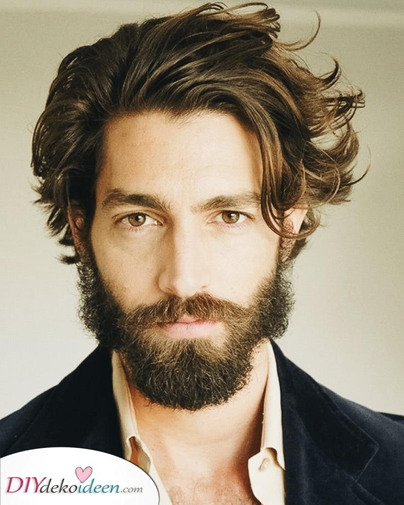 Männer mit mittellangen Haaren – Perfekt für einen ausgefallenen Anlass