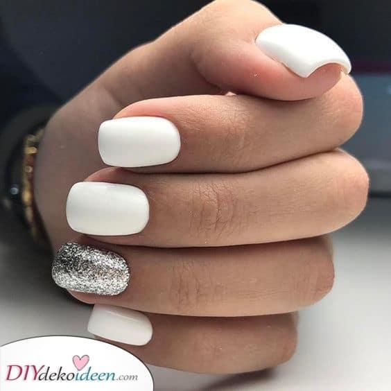 Weiß und Silber – Coole weisse Nägel