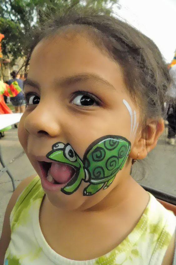 Eine glückliche Schildkröte – Schminken für Kinder