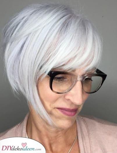Ein schmeichelhafter Bob – Frisuren für ältere Damen mit Brille