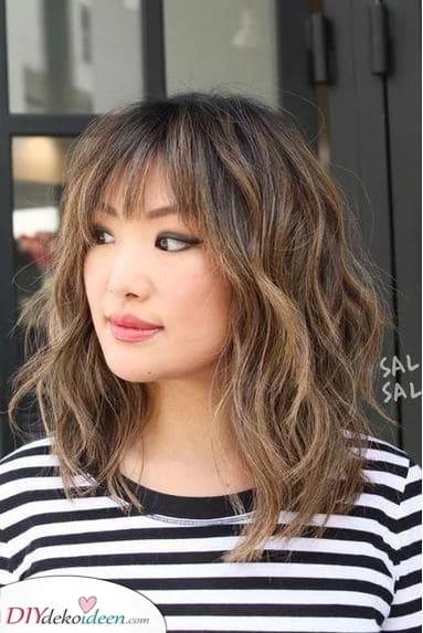 Wunderschöne Wellen – Mittlere Haarschnitte für Frauen