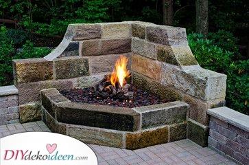 Feuerstelle mit Sitzgelegenheit selber bauen – Kaminideen im Freien
