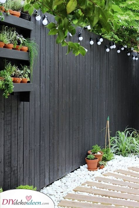 Ein modernes Aussehen – Günstige Gartenzaun-Ideen