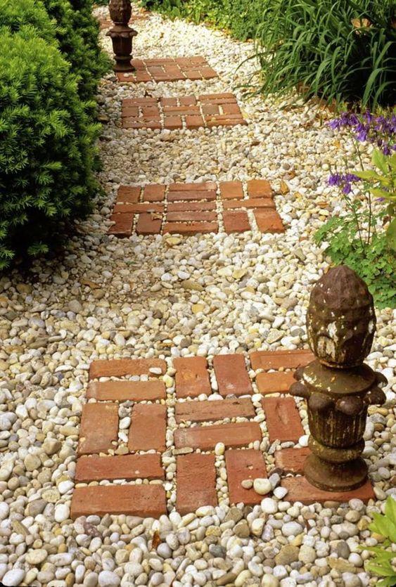Ziegel und Kieselsteine – Ihr einzigartiger Garten
