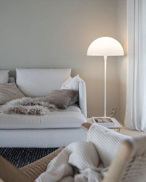 Eine zeitgenössische Stehlampe – Moderne Lampen