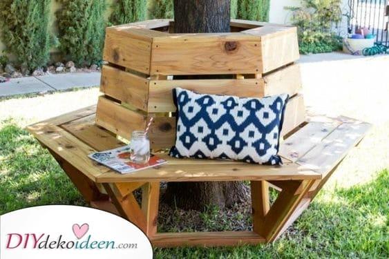 Einen Baum mit einbauen – DIY Outdoor Holzlagerbank