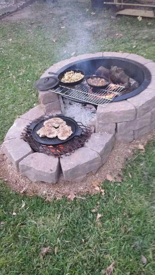 Eine runde Feuerstelle – Ideen für einen Grillplatz im Garten