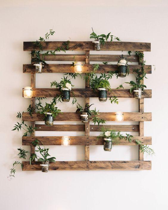 Ein Pflanzgefäß aus Holzplatten – Dekorativ und atemberaubend schön
