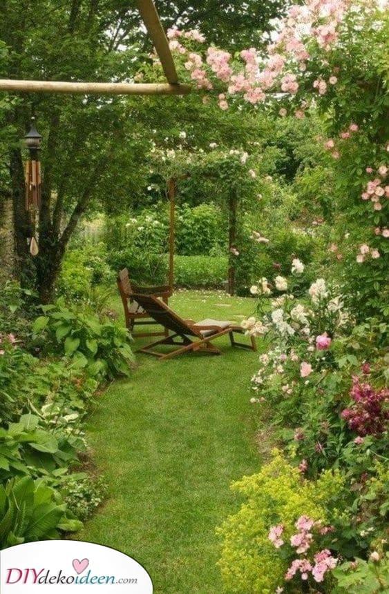 Schön und überwuchert – Einen kleinen Garten gestalten