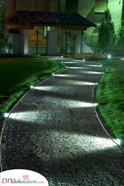 Den Gartenweg beleuchten – Moderne Gartenbeleuchtung