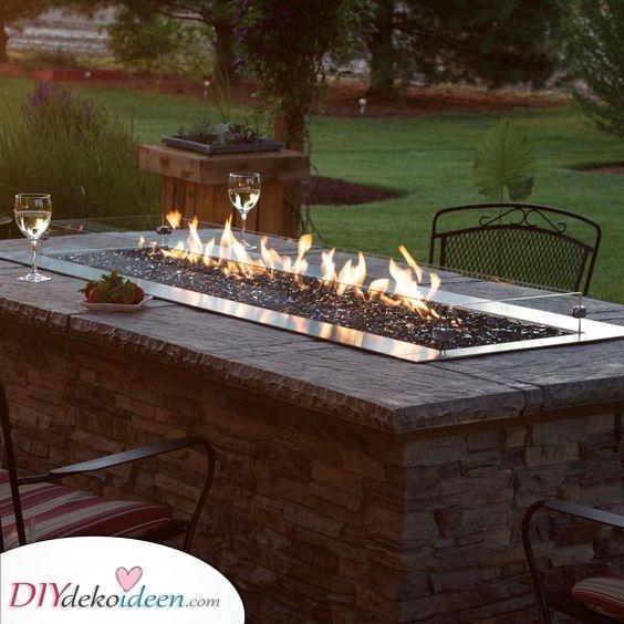 Auch ein Tisch – Gartentisch mit Feuerstelle
