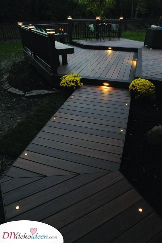 Erstellen Sie eine Holzterrasse – Außenbeleuchtung für den Garten