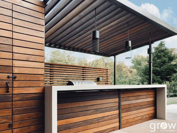 Wunderbar in Holz – Ideen für Grillplätze im Freien