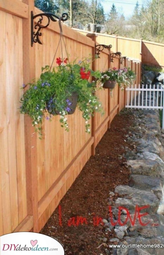 Mit Blumen dekorieren – Günstige Zaunideen für den Garten