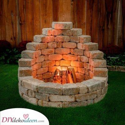 Ein gehobener Kamin – Feuerstelle im Garten