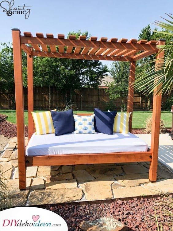 Ein Tagesbett im Hinterhof – Entspannung und Ruhe