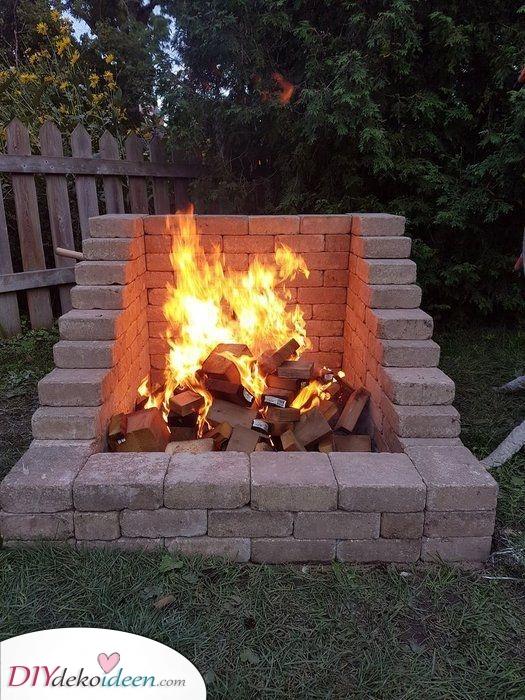 Feuerstelle mit Sitzgelegenheit selber bauen – Ein Klassiker mit Ziegeln