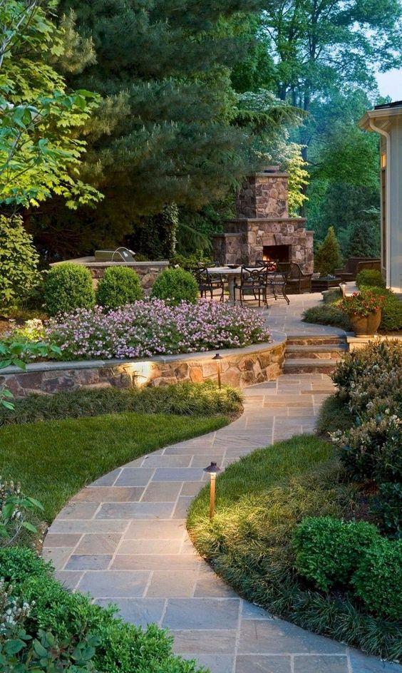 Hinzufügen der richtigen Beleuchtung – Ideen für den Gartenweg