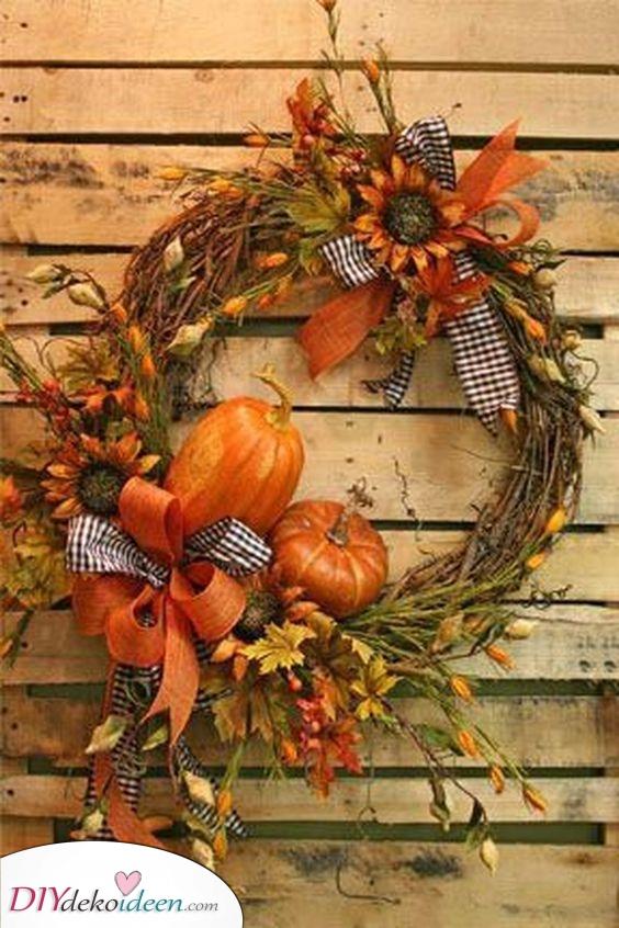 Fügen Sie einige Kürbisse hinzu – Herbst Tür Deko