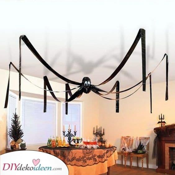 Eine riesige Spinne – Mit schwarzen Ballons