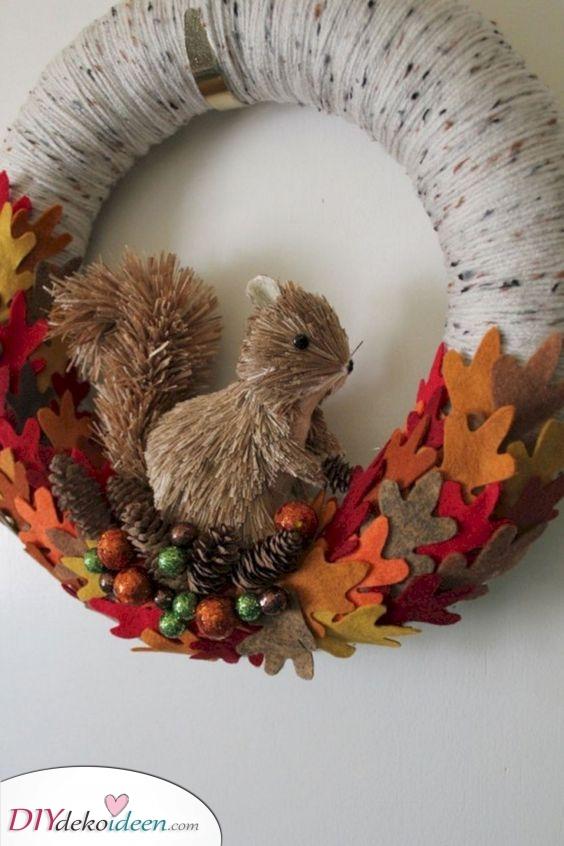 Ein süßes Eichhörnchen – Einzigartige Herbstkränze für die Haustür