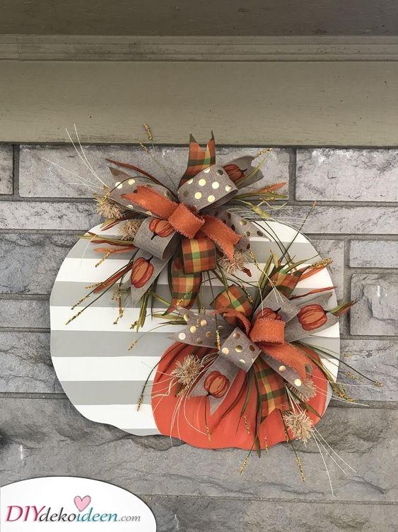 Kürbisse aus Karton – Süße Herbstkränze selber machen