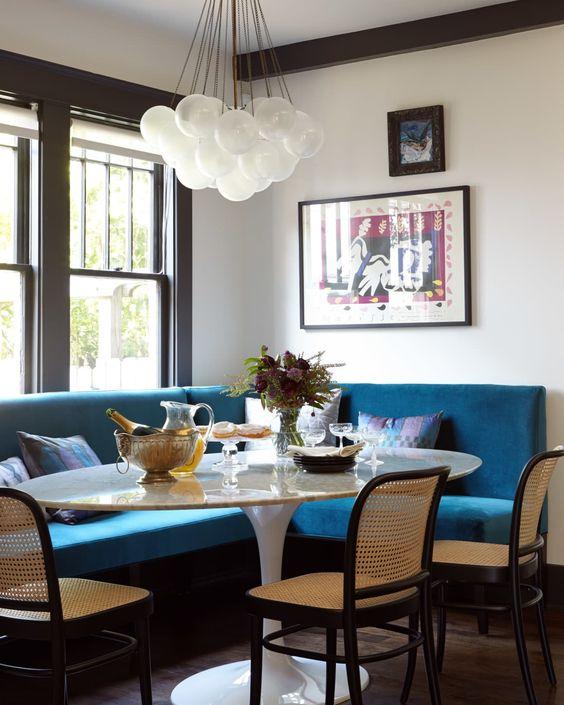 Essen zu Hause - Küchentisch mit Stühlen