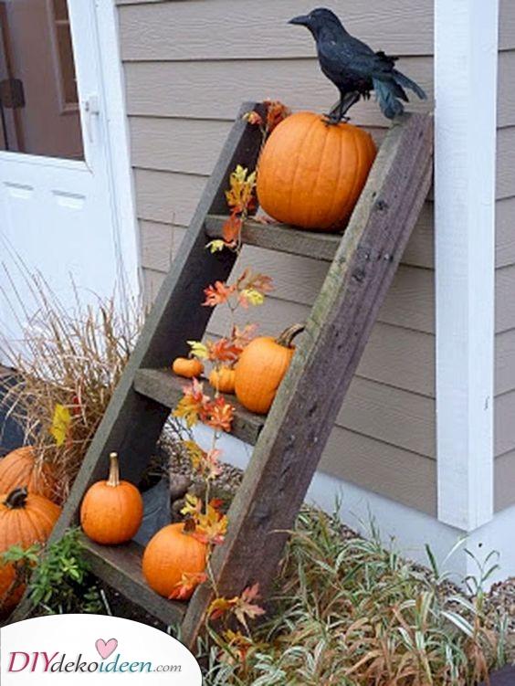 Eine kleine Leiter – Herbstdeko für draußen