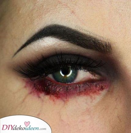 Rote Augen – Einfache Halloween Make-up Ideen