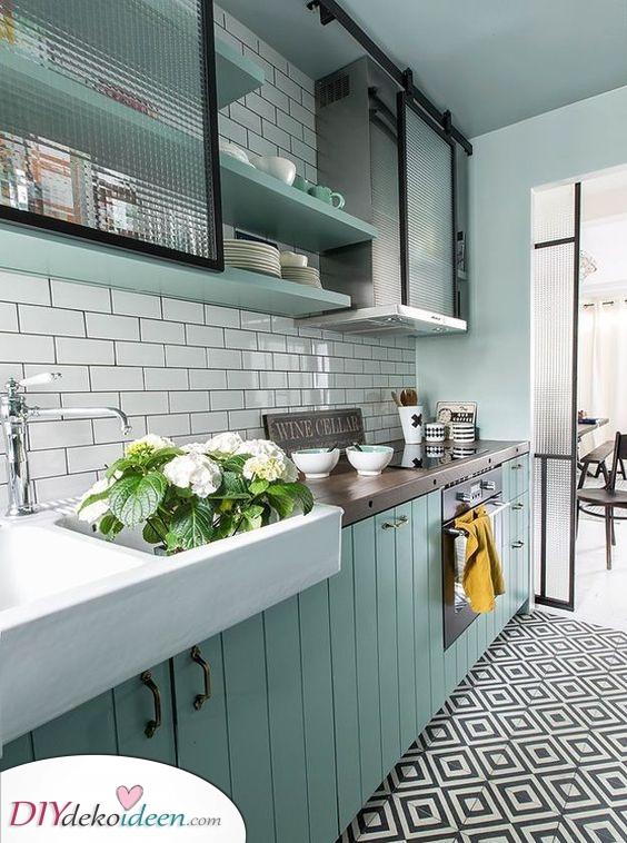 Schranktüren aus Glas oder Kunststoff – Moderne Küchen Ideen